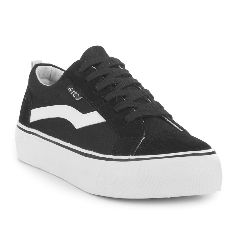 Sneaker con plataforma en negro NYC.
