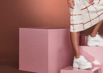 Las zapatillas con plataforma están a la última moda.