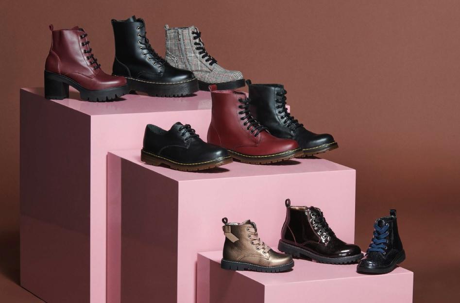 Botas, botines y zapatos de estilo militar.