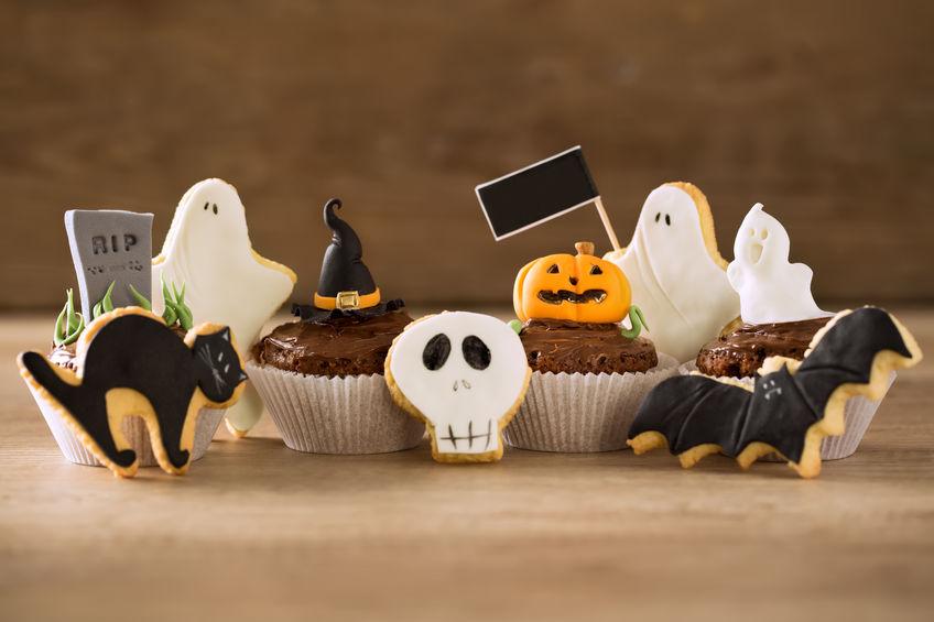 Galletas con formas para organizar una divertida fiesta de Halloween con niños.