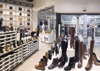 Interior del nuevo concepto de tiendas de Merkal Calzados.