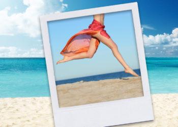piernas desnudas por la playa