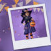 Niña disfrazada de bruja celebra Halloween
