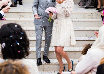 Cómbinar zapatos y bolso para boda